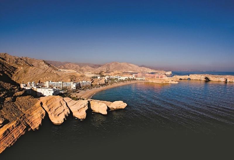 (B)46e001h - Aerial view of Shangri-La Barr Al Jissah Resort and Spa_Fotor